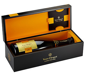 Veuve Clicquot Cave Privee 1982 75cl in Wood Box